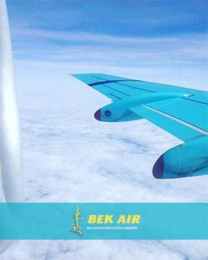 Вид из самолета на крыло