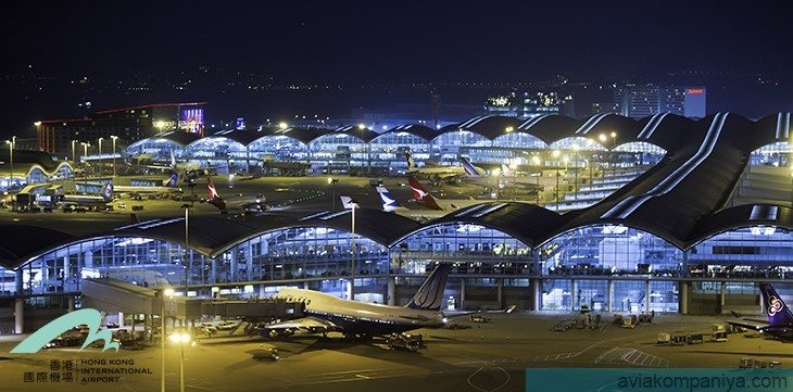 """Ночное фото международного аэропорта """"Гонконг"""""""