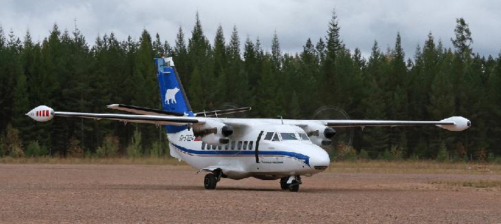 Самолет Л410 на взлете