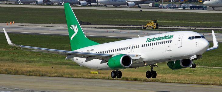Boeing 737-800 на взлете